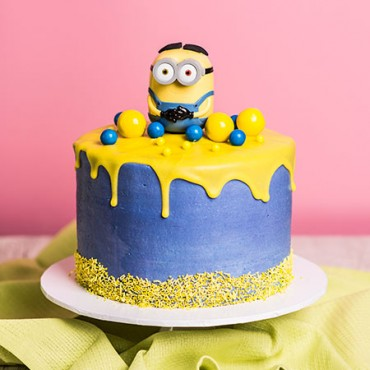 Minions Drip Cake