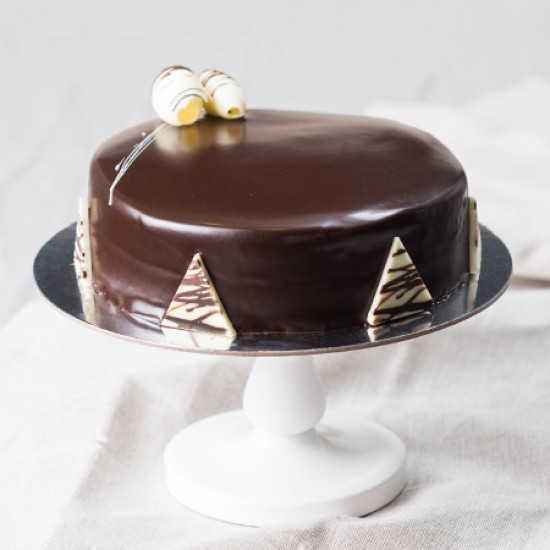 Cake Decoration With Chocolate Ganache : Chocolate Ganache Cake - Round