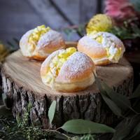 Passionfruit Pavlova Donut